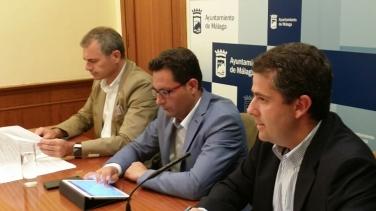 Carlos Conde, Paco Pomares y Julio Andrade en la presentación de la moción